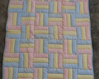Quilt in pastels  --   new     (34 x 58)