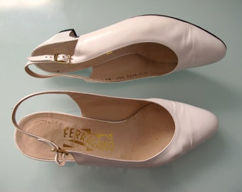 Vintage FERRAGAMO Sling Back Low Heel Pumps 70s Glam size 6 1/2 Bone Off White