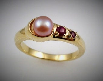 PINK PEARL and RUBY moon ring - Yellow gold
