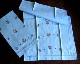 2 Vintage Kitchen Bath Hand Towel Embroidered Nosegay Bouquets Blue Linen Set 2