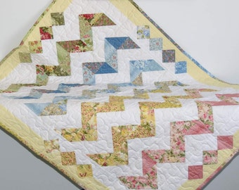 Baby Quilt, Pastel Zigzags, Chevron Design with Border Detail