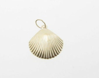One 14K Gold Filled Scallop Shell Charm 15mm, Made in USA, GC8