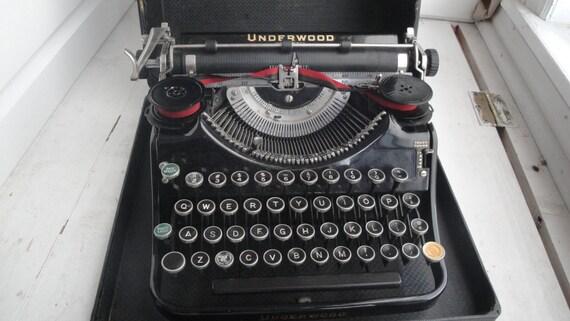 portable machine crire underwood vintage des ann es 1930. Black Bedroom Furniture Sets. Home Design Ideas