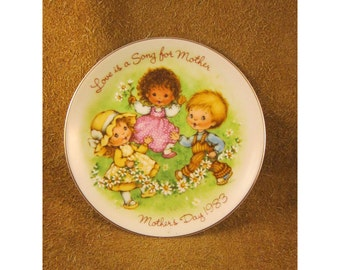 Love is a Song for Mother – 1983 Mother's Day Plate – 3 Children Dancing in Meadow with Daisies - Vintage Avon Collector Plate