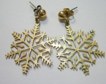vintage gold tone snowflake dangle and drop pierced earrings 14IN