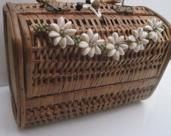Vintage Basket Weave Purse with Shell Flowers