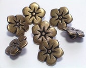 SALE Metal Flowers Antiqued Brass Color Sewing Embellishment Buttons 17mm Set 7
