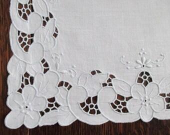 Linen Runner Madeira Embroidery Cutwork Needlelace