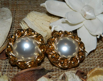 Vintage earrings with golden chain