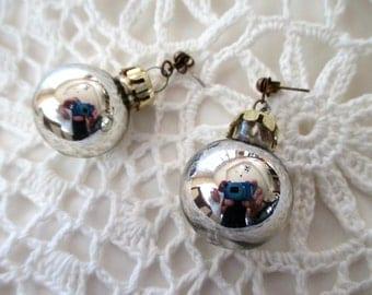 vintage CHRISTMAS earrings - silver ornaments, pierced