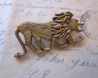vintage LION brooch - figural lion - gold tone
