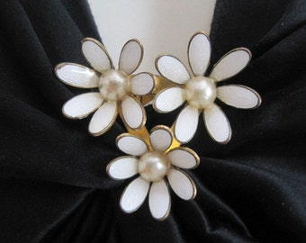 FREE SHIP Vintage Metal Painted White Daisy Flowers Dress Clip Fur Clip
