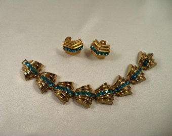 Classic Coro 1948 Signed Auqa or Blue Bracelet and Screw Back Earring Set Book Pieces