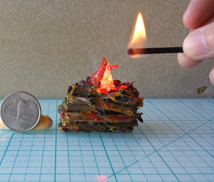 dollhouse battery operated lit logs with flickering led