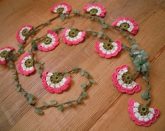 flower necklace, peach, white, crochet