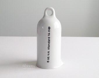 Rare La Gardo Tackett 3/4 cup 6oz Modern White Porcelain Measuring Cup