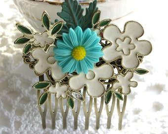 White and turquoise floral hair comb, vintage pin hair comb, bride, bridesmaid, flower girl, verdigris leaf, woodland, country, shabby