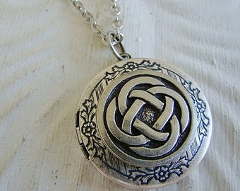 Silver Celtic Knot Locket Irish Life Circle Wedding Bride Bridesmaid Mother Daughter Sister Wife Graduation Birthday Photo Pictures- Jeannie