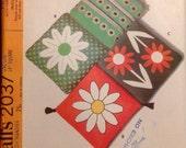 Vinatge Sewing Pattern 1969 Home Decor Daisy Motif Pillow Applique Flower Power Cushions Mod Era