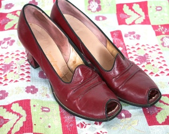 Vintage 1940s Heels // 40s Red Leather Peep Toe Heeled Shoes // 6 / 6.5 // Swing Time // DIVINE