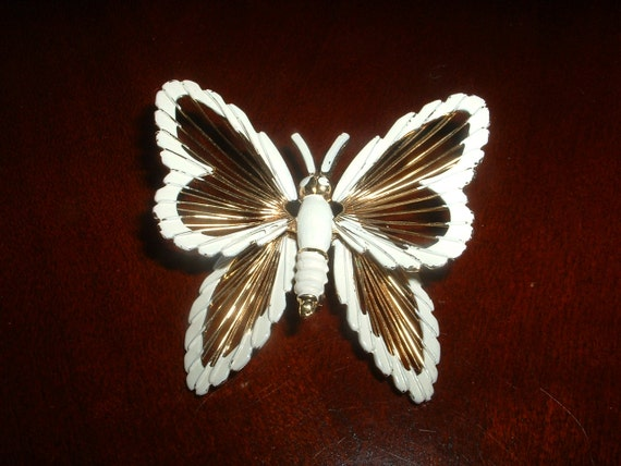 MONET BUTTERFLY Golden Wire and White Enamel Pin Brooch  Retro Vintage Classic Signed Designer
