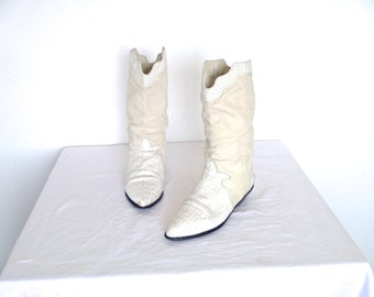 Vintage 80's Zodiac © White Leather Slouchy Cowboy Boots with Silver Rose Etched Heel Guards Size 7 1/2 M