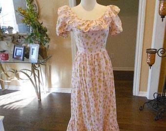 70s Pink Daisy Dress / 1970s Pink Ruffe Maxi Dress / Feminine Floral Dress / Butterfly Dress / Size S