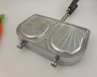SEFAMA France - Shell Sandwich Maker Panini Press - Stovetop