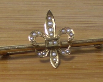 lovely 14k Victorian / Edwardian small bar pin, fleurs-de-lis - gold & seed pearl brooch / pin