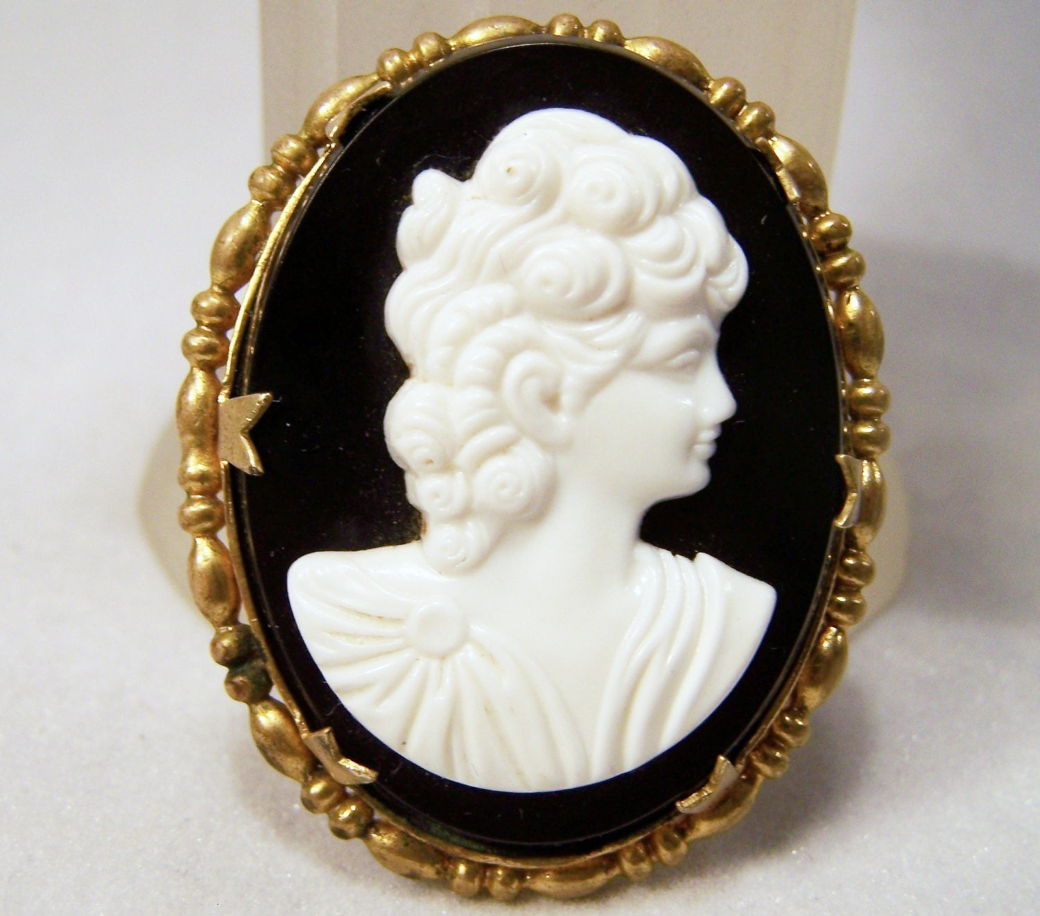 Vintage Black And White Cameo Pin Womans Portrait Gold Tone