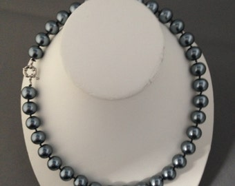 Black south sea shell pearl necklace 18 inches, 12mm, silver plated clasp (33)