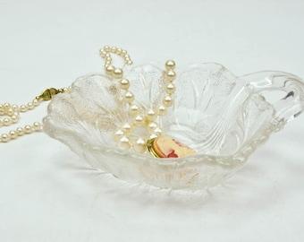 Pressed Glass Tiny Leaf Bowl, Soap Dish, Candy Nut Dish, Ring Dish, Leaf Pattern