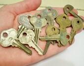 Lot of 10 old keys - Vintage keys - Door Lock Car etc. keys - Metal keys - Jewelry making supply - Pendants - cheesegrits