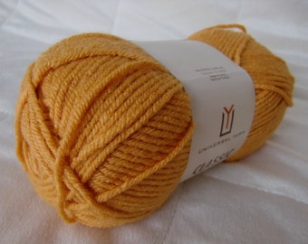 Universal Yarn Classic Worsted, worsted weight yarn, Apricot Nectar color