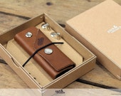 Keychain key fob made of 100% vegetable tanned light brown leather fits up to 10 keys KG-L-LB