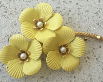 Vintage signed 'Sarah Coventry'  Yellow Gold 'Primrose' Flower Brooch