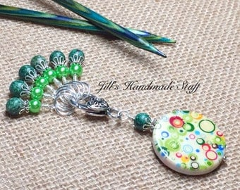 Snag Free Spinach Green Stitch Markers & Beaded Stitch Marker Keeper - Seamless Ring Knitting Markers - Gift for Knitters - Knit Accessories