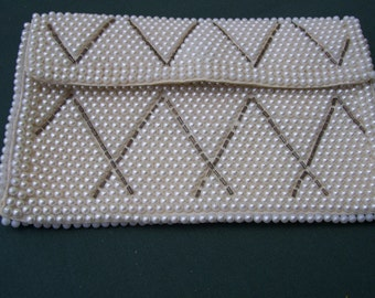 VINTAGE CHANGE PURSE ---- faux white pearls