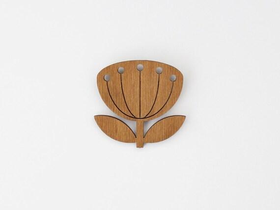 SNUG.BLOWBALL  brooch / oak