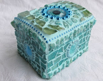 Keep an eye on it - Mosaic Ring Box Treasure Chest