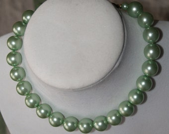15 inch Choker necklace - pale green screwback earrings