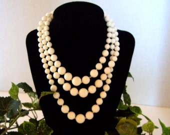 Vintage Triple Strand Beaded Necklace Retro 50s/60s