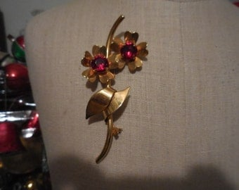 Vintage 1940s to 1950s Gold Tone Large Flower Pink With Red Stones Metal Large Brooch/Pin
