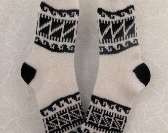 Black-and-white CUSTOM MADE Scandinavian pattern rustic fall autumn winter knit short wool socks present gift