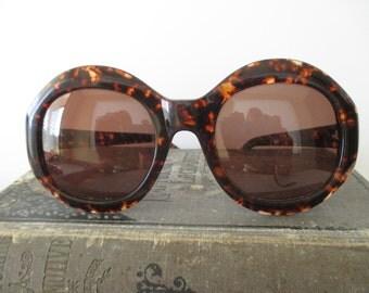 vintage Enzo Angiolini tortoise shell sunglasses - round, large, plastic