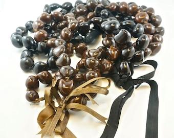 HAWAIIAN KUKUI NUT lei necklace. vintage bead supply. No.001731