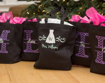 5 Bridesmaid tote bags. Personalized monogram gift with name through Chevron. Plum and white. Canvas tote.  Maid of honor gift ideas. Bride