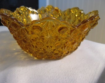 Duncan amber yellow Daisy and Button berry bowl. Depression pressed glass. for ONE bowl.