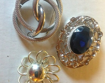 Three Vintage Brooches Vintage lot 164