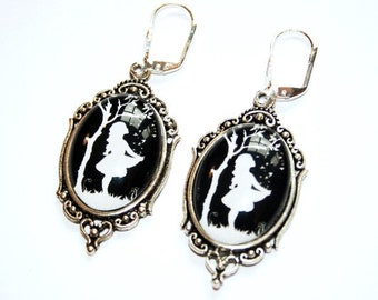 Star Money reversed Silhouette Art Nouveau Earrings - Fairy tale childhood nostalgia black and white sister best friend daughter gift